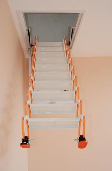 阁楼伸缩式楼梯